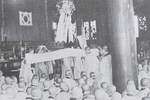 When the police interfered with the Monk assembly, Ven. Kusan wrote a petition in his blood, claiming the legitimacy of the Purification Movement.